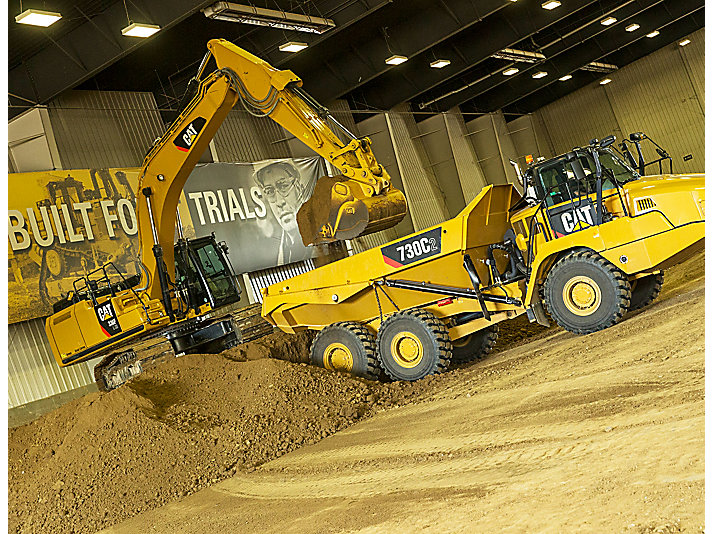 The challenge includes tasks with 5 machines, including a 336F Hydraulic Excavator and 790C Articulated Truck.