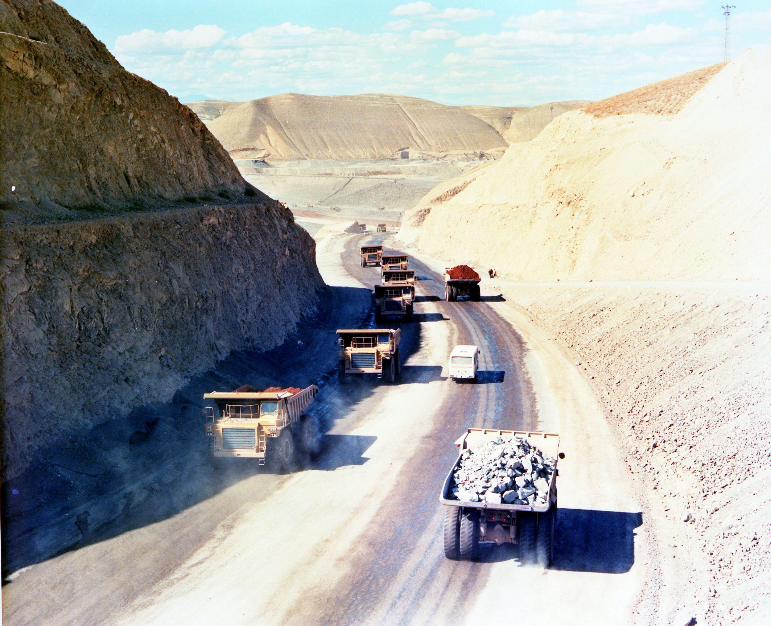 Ataturk Dam Dam Construction Project, 1987.