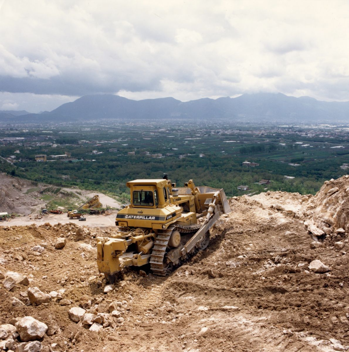 Cat® D9N dozer at work in Italy.