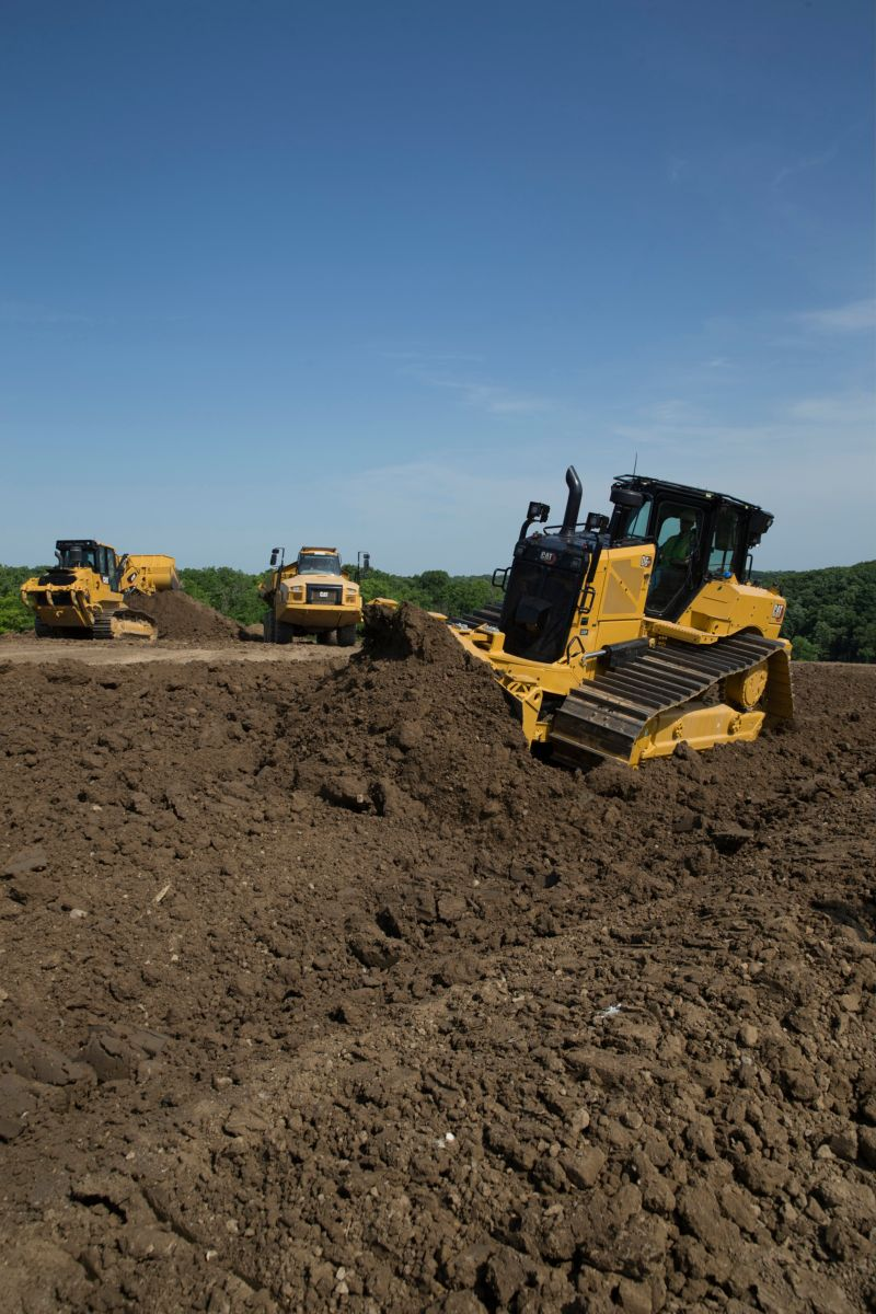 The new D6 and D6 XE deliver up to 35% better fuel efficiency, up to 12% lower maintenance cost and up to 50% more productivity with Cat Connect Technology. (D6 XE model shown)