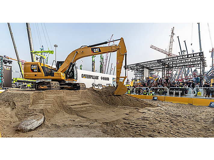 Cat 320 at bauma China