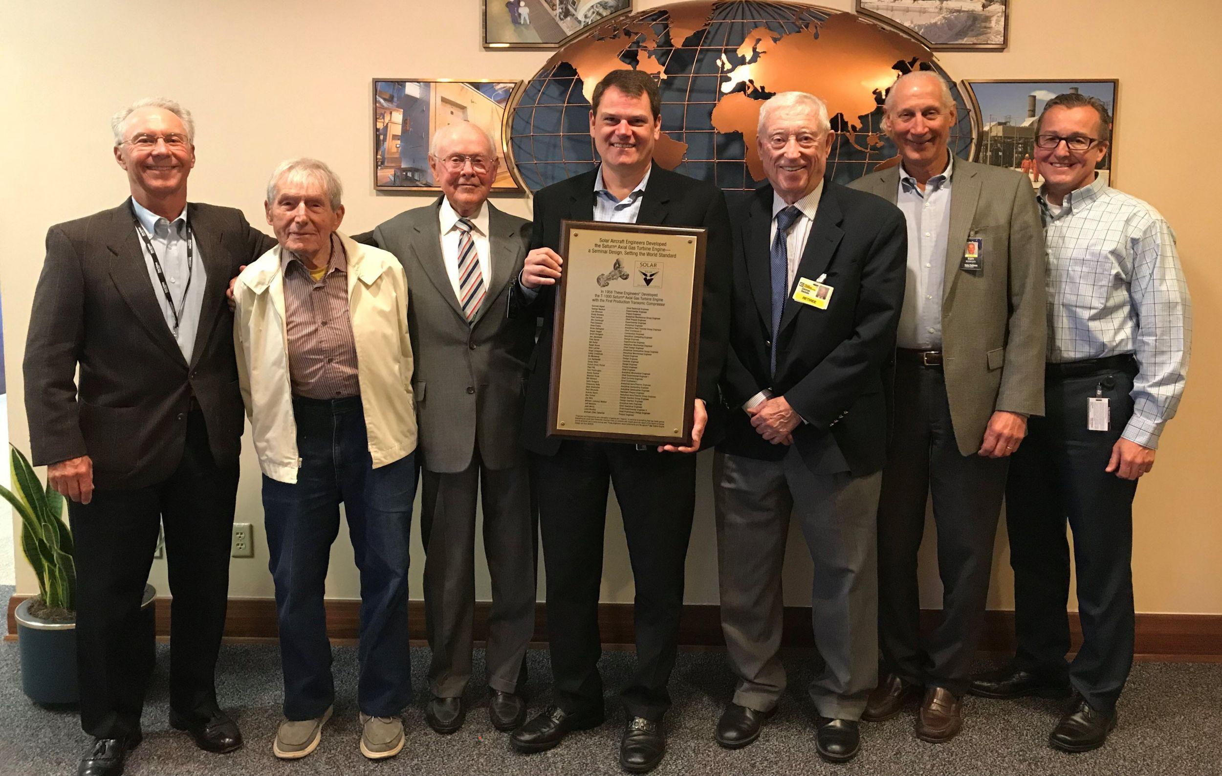 Homenaje a los ingenieros de Saturn para celebrar el 60°aniversario del motor Saturn