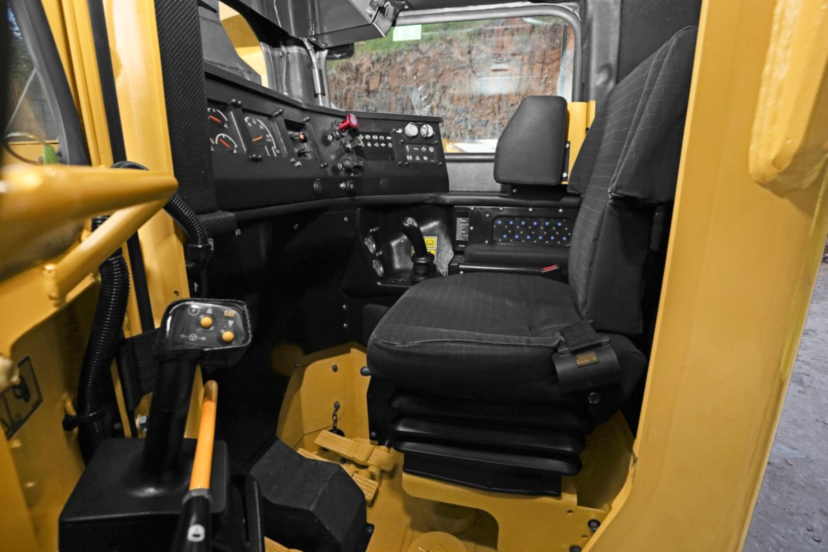 Operator Comfort – Ergonomically designed for all-day comfort, control and productivity.