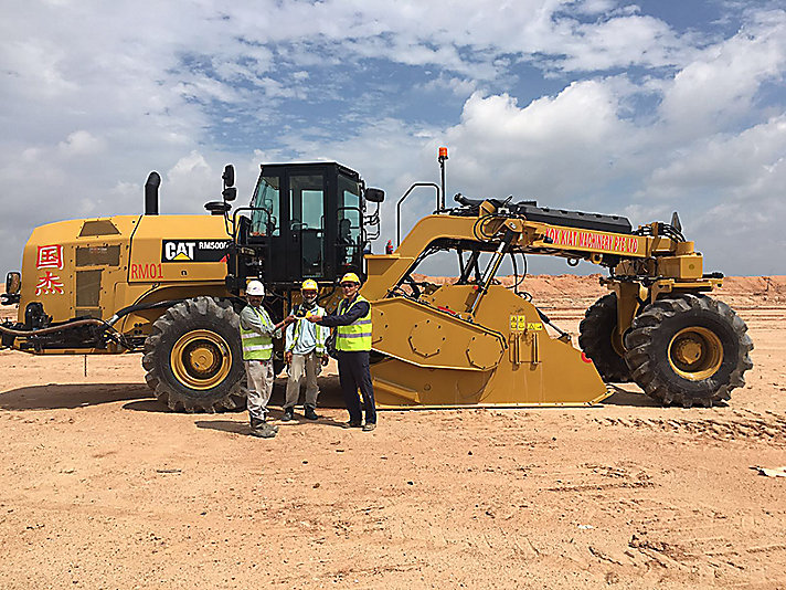 Cat® products working on the Changi Runway project.
