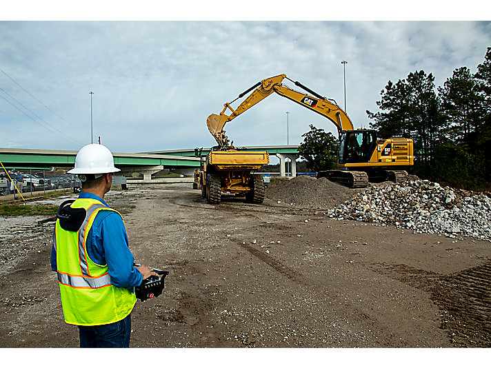 Cat COMMAND for Excavation