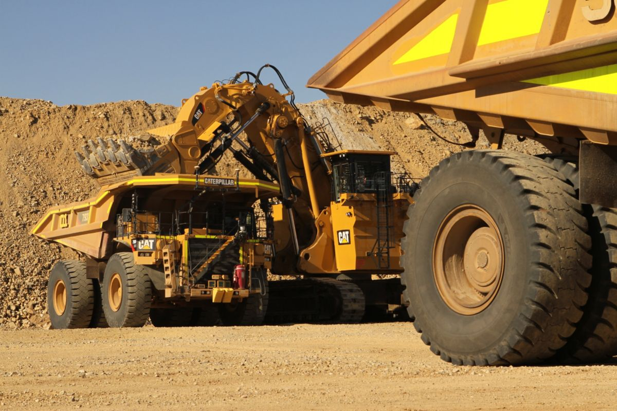 Cat 793F autonomous trucks at loading face
