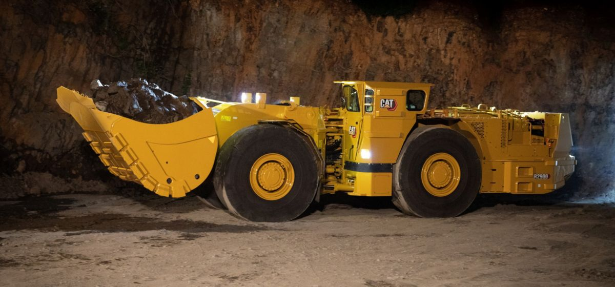 Cat R2900 Underground Loader carrying load