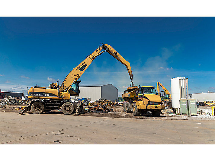 Dozens of Cat machines make up the overwhelming majority of Hitchcock Scrap Yard's fleet!