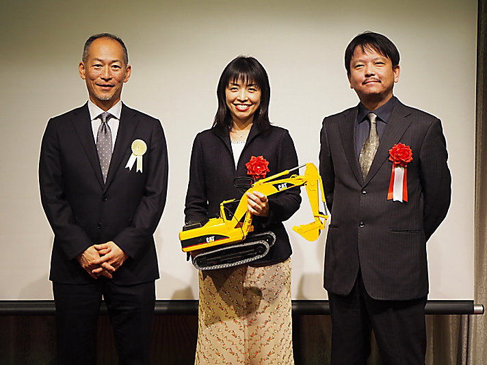 In commemoration of Akashi's 10th anniversary of becoming a Caterpillar company, a Women's STEM award was launched to recognize and support local STEM efforts.