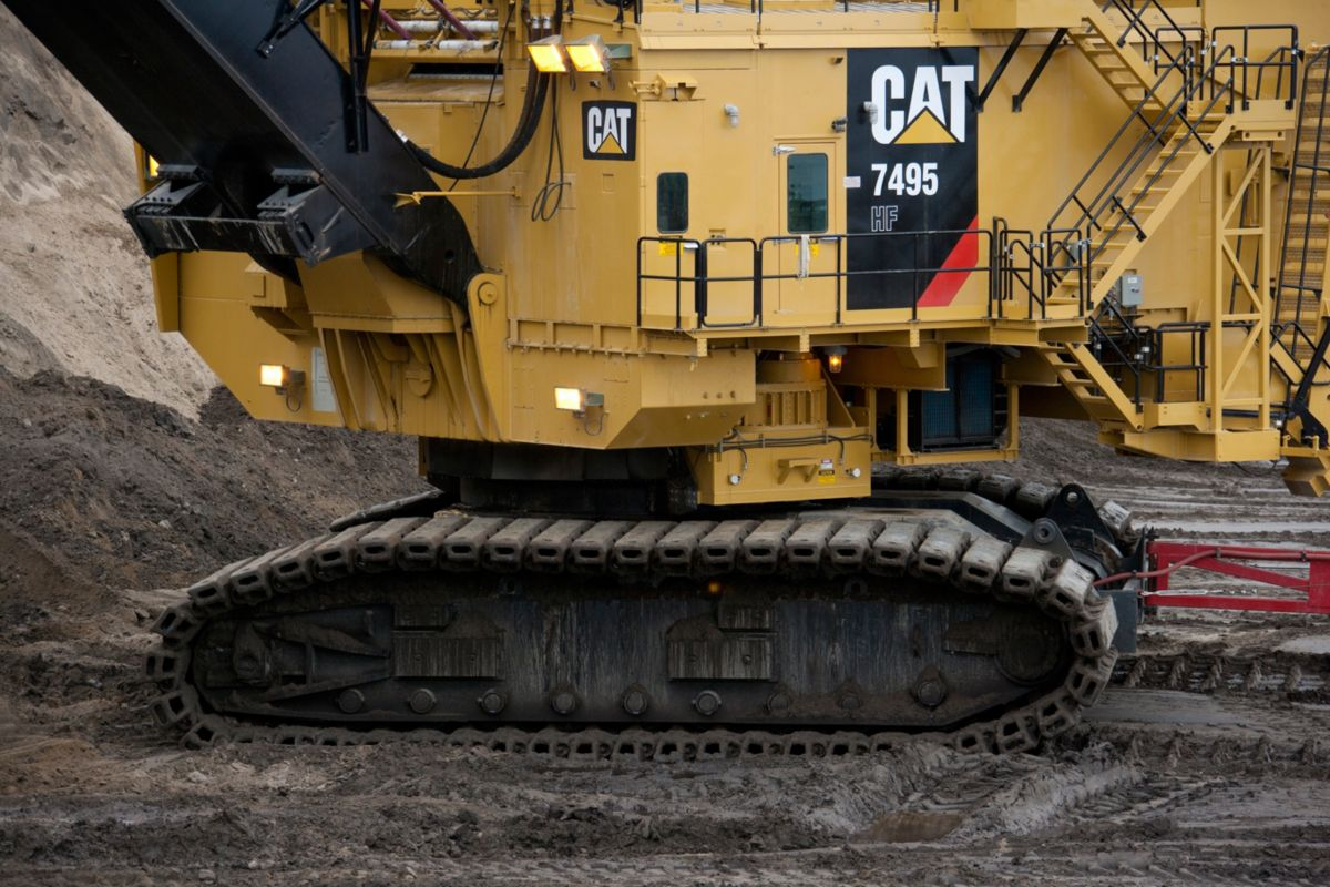 Cat 7495 HF shovel undercarriage
