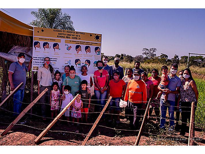 Indígenas e ribeirinhos ganham placas informativas sobre como se proteger da Covid-19, e famílias em situação de risco de várias localidades recebem alimentos e EPI's para o combate à pandemia