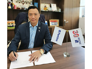 Billy Lui, general manager of Elco Power, signs the distributor agreement.