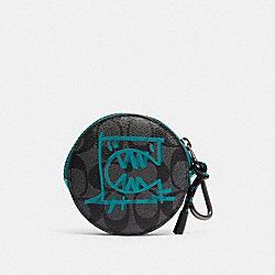 ROUND HYBRID POUCH IN SIGNATURE CANVAS WITH REXY BY GUANG YU - QB/CHARCOAL BLUE GREEN - COACH 1196