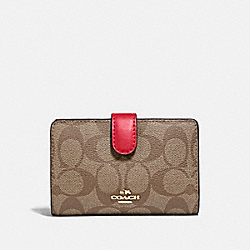 MEDIUM CORNER ZIP WALLET IN SIGNATURE CANVAS - IM/KHAKI POPPY - COACH 23553