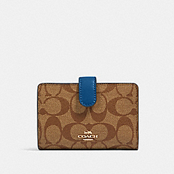 MEDIUM CORNER ZIP WALLET IN SIGNATURE CANVAS - IM/KHAKI DEEP ATLANTIC - COACH 23553
