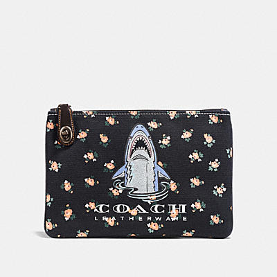 SHARKY TURNLOCK WRISTLET 26