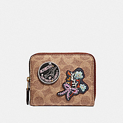 SMALL ZIP AROUND WALLET IN SIGNATURE CANVAS WITH PATCHES - B4/RUST - COACH 30820