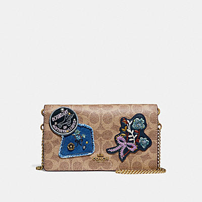 FOLDOVER CHAIN CLUTCH IN SIGNATURE CANVAS WITH PATCHWORK