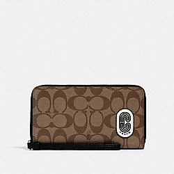 LARGE PHONE WALLET IN SIGNATURE CANVAS WITH COACH PATCH - SV/KHAKI/BLACK - COACH 3146