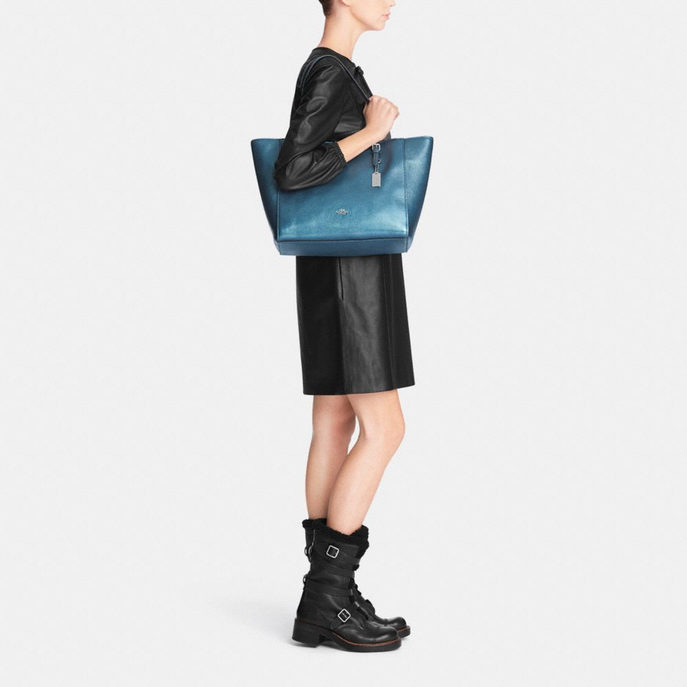Turnlock Tote in Metallic Pebble Leather - Alternate View M