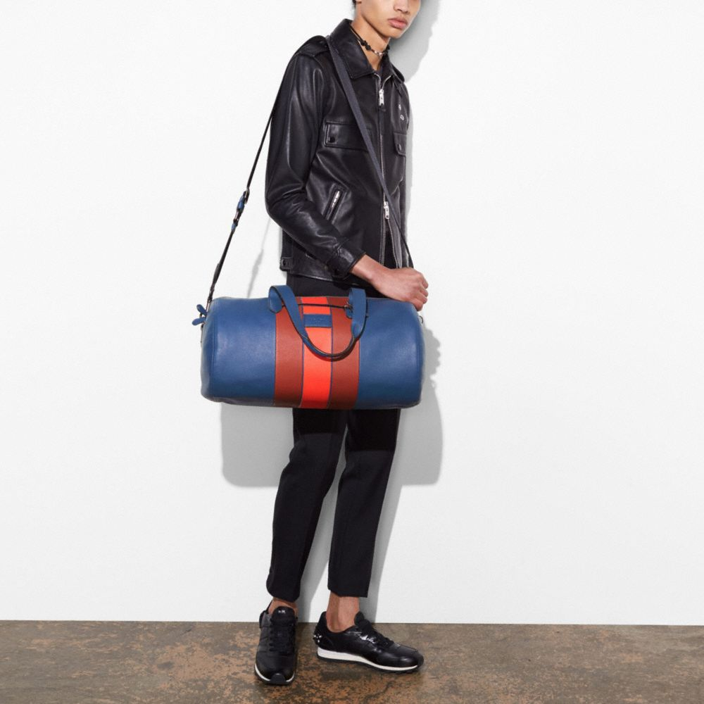 METROPOLITAN SOFT GYM BAG IN POLISHED PEBBLE LEATHER WITH VARSITY STRIPE - Alternate View