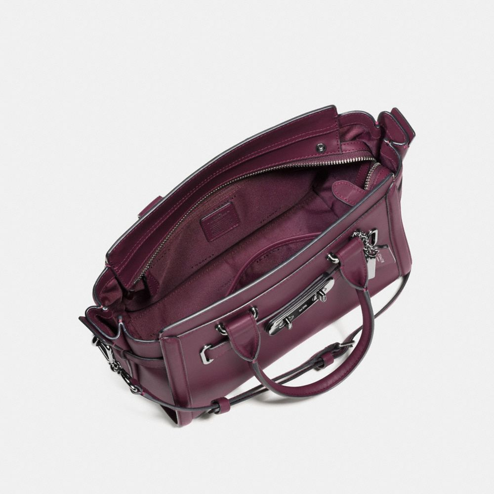 Coach Swagger 27 in Glovetanned Leather - Alternar vistas A2