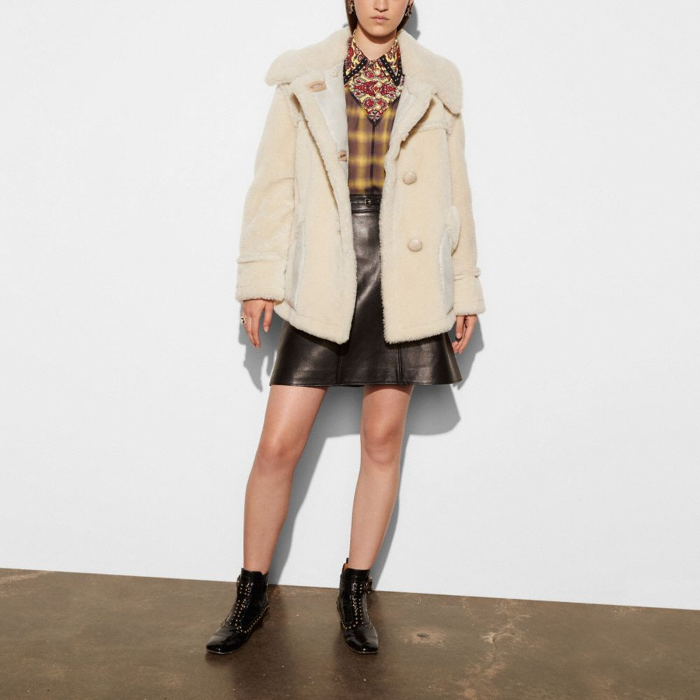 SHORT SHEARLING COAT WITH PRINTED LINING - Alternate View