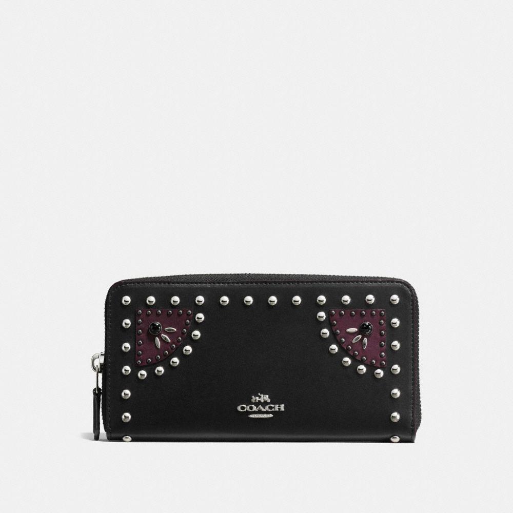 Western Rivets Accordion Zip Wallet in Glovetanned Leather