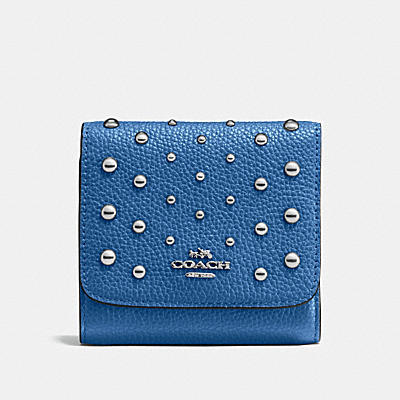 SMALL WALLET IN POLISHED PEBBLE LEATHER WITH OMBRE RIVETS