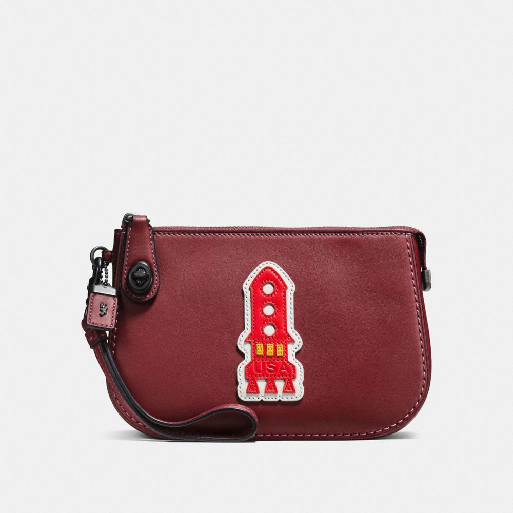VARSITY PATCHES TURNLOCK POUCH IN GLOVETANNED LEATHER - Alternate View