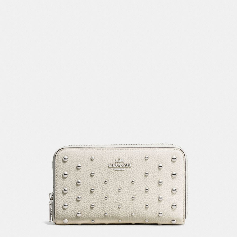 MEDIUM ZIP AROUND WALLET IN POLISHED PEBBLE LEATHER WITH OMBRE RIVETS