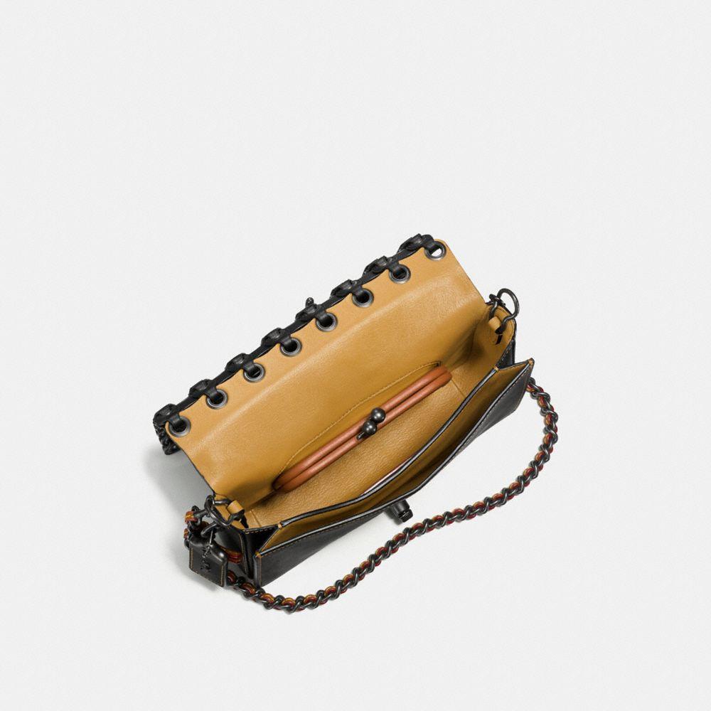 Dinky in Coach Link Leather - Alternar vistas A2