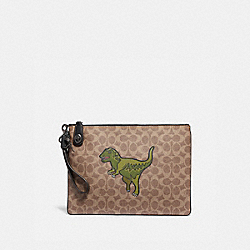 TURNLOCK POUCH IN SIGNATURE CANVAS WITH REXY - KHAKI - COACH 68250