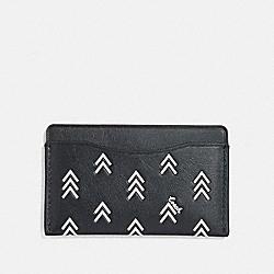 SMALL CARD CASE WITH LINE ARROW PRINT - BLACK/CHALK - COACH 75499
