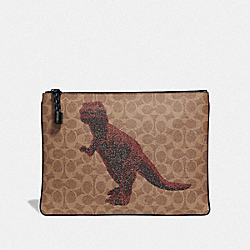 POUCH 30 IN SIGNATURE CANVAS WITH REXY BY SUI JIANGUO - KHAKI - COACH 76015