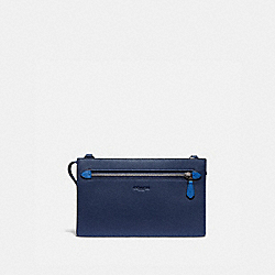 RIVINGTON CONVERTIBLE POUCH IN COLORBLOCK - DEEP SKY/TRUE NAVY - COACH 89422