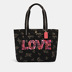 TOTE WITH JASON NAYLOR GRAPHIC - IM/BLACK MULTI - COACH 91106