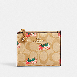 SNAP CARD CASE IN SIGNATURE CANVAS WITH STRAWBERRY PRINT - IM/KHAKI MULTI - COACH 91199