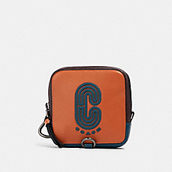 SQUARE HYBRID POUCH IN COLORBLOCK WITH COACH PATCH - QB/OXBLOOD AEGEAN MULTI - COACH 91257