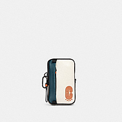 NORTH/SOUTH HYBRID POUCH IN COLORBLOCK WITH COACH PATCH - QB/CHALK AEGEAN MULTI - COACH 91259
