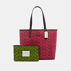 REVERSIBLE CITY TOTE IN BLOCKED SIGNATURE CANVAS - QB/MAGENTA MULTI - COACH 91380