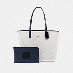 REVERSIBLE CITY TOTE IN BLOCKED SIGNATURE CANVAS - SV/CHALK MULTI - COACH 91381