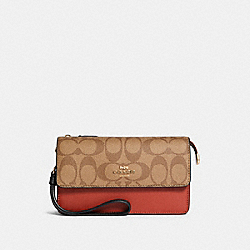 FOLDOVER WRISTLET IN COLORBLOCK SIGNATURE CANVAS - IM/KHAKI MULTI - COACH 91548