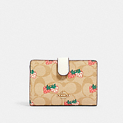 MEDIUM CORNER ZIP WALLET IN SIGNATURE CANVAS WITH STRAWBERRY PRINT - IM/KHAKI MULTI - COACH 91836