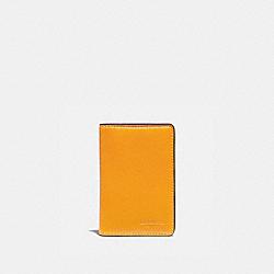 CARD WALLET WITH SIGNATURE CANVAS INTERIOR - POLLEN/CHALK - COACH 938
