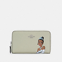 DISNEY X COACH MEDIUM ID ZIP WALLET WITH TIANA - SV/PALE GREEN MULTI - COACH C2896