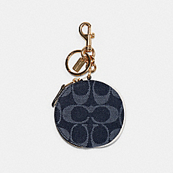 CIRCULAR POUCH BAG CHARM IN SIGNATURE JACQUARD - IM/DENIM - COACH C3122