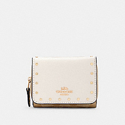 SMALL TRIFOLD WALLET IN SIGNATURE CANVAS - IM/LIGHT KHAKI MULTI - COACH C3322