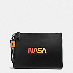 TURNLOCK WRISTLET 30 WITH SPACE PATCH - BP/BLACK - COACH F10848
