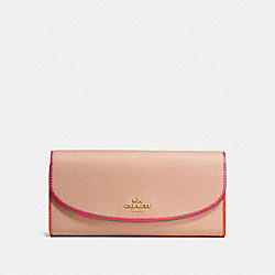 COACH SLIM ENVELOPE WALLET IN POLISHED PEBBLE LEATHER - IMITATION GOLD/NUDE PINK MULTI - F12586